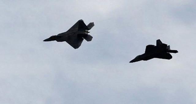 ABD ile Rusya Uçakları Kuzey Buz Deniz'inde İt Dalaşına Girdi