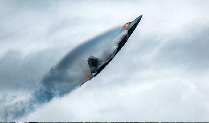 ABD jetleri Rus savaş uçaklarını engelledi