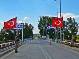 Yunanistan 2 Türk askerini serbest bıraktı